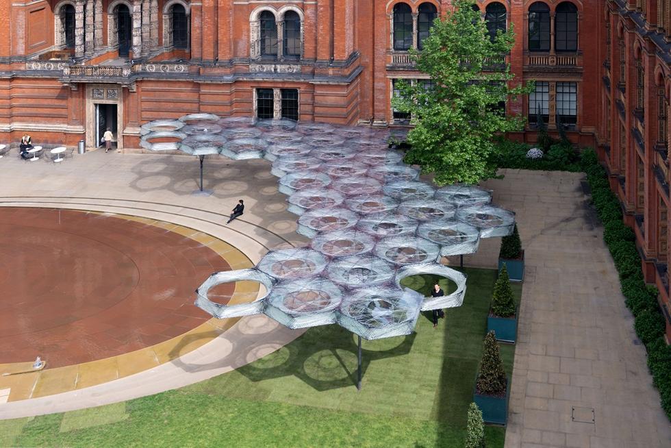 Tymczasowy pawilon w ogrodach Victoria & Albert Museum